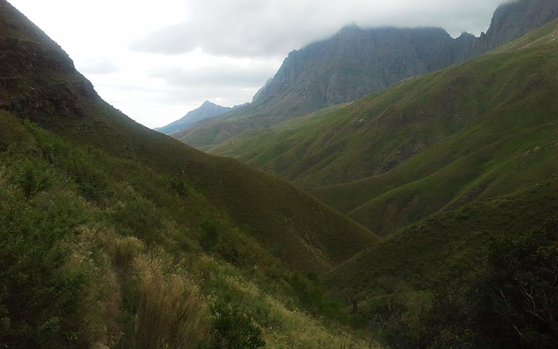 Jonkershoek – Three hikers stuck on a ledge. Technical rescue.
